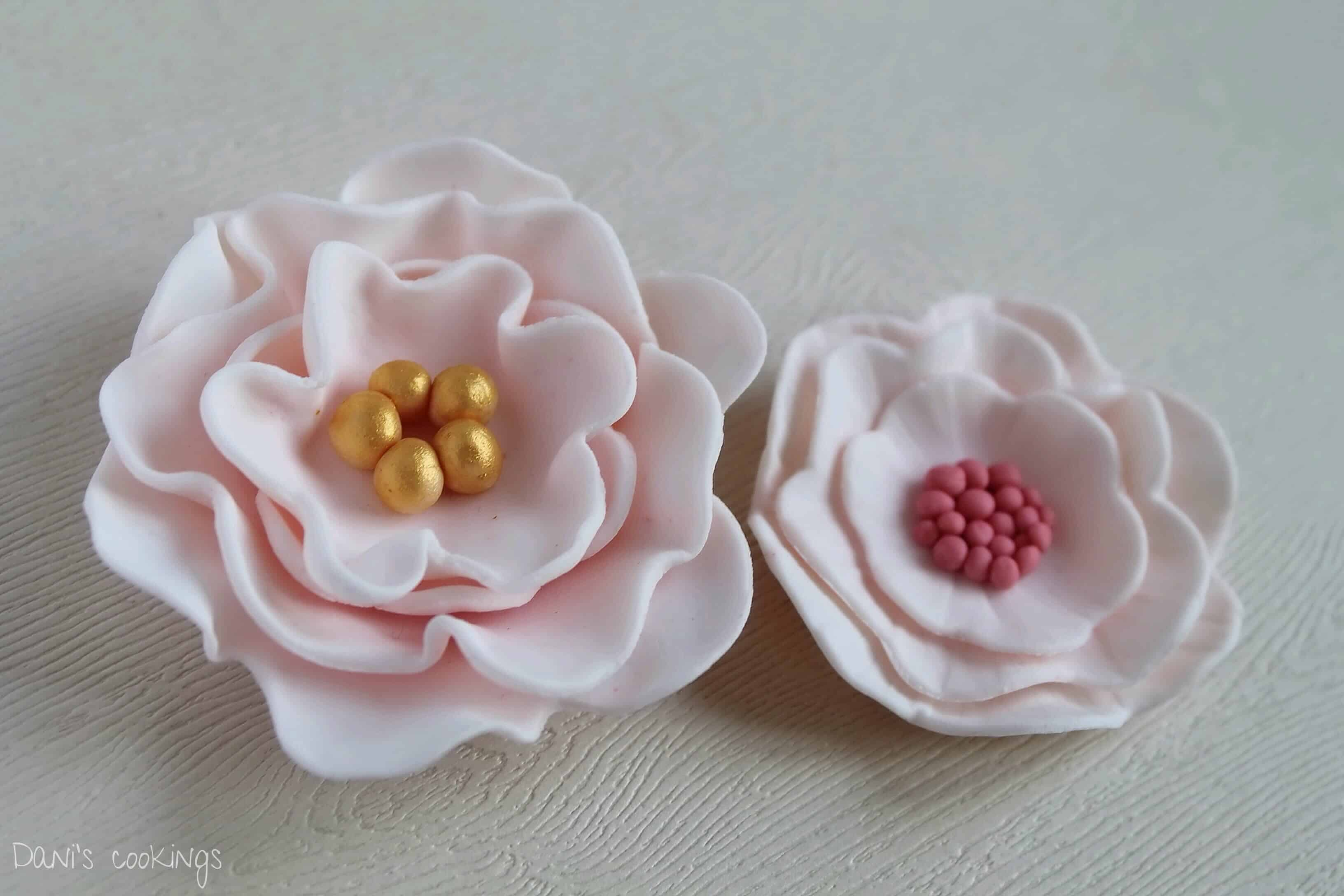 How to make fondant flowers - tutorial from daniscookings.wordpress.com