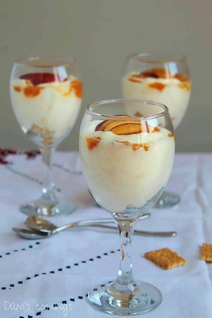 peaches, cream and mascarpone dessert - daniscookings.com