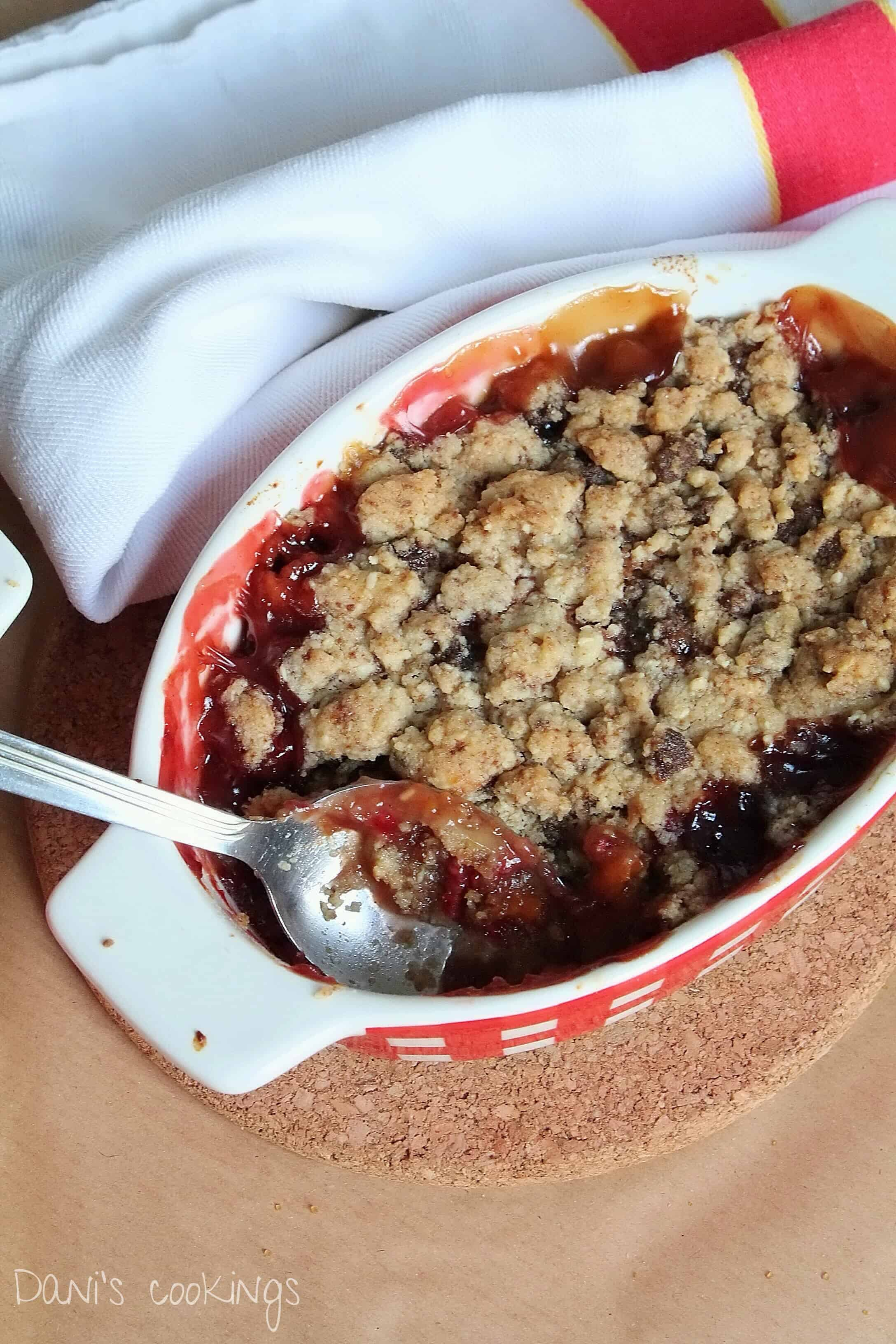 peach, apricot and raspberry crumble - daniscookings.com