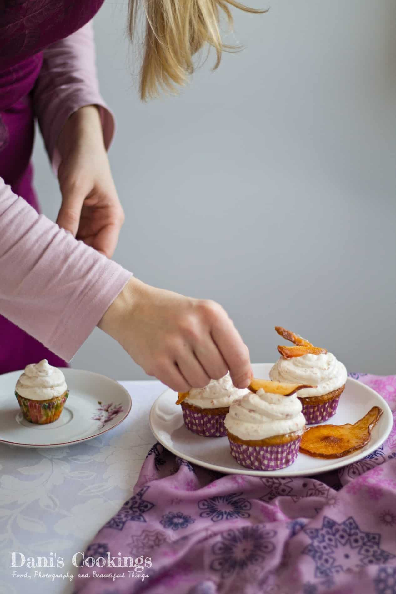Cider cupcakes with pear frosting | Dani's Cookings