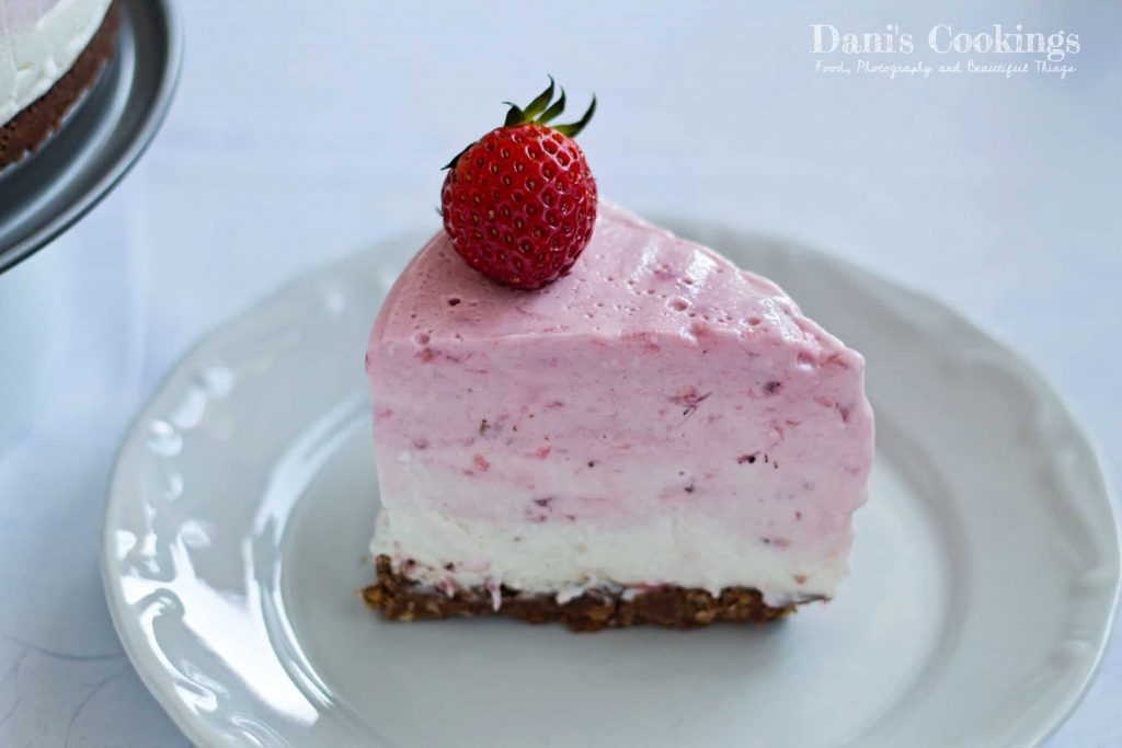 This No Bake Strawberry Ombre Cheesecake is the best spring desert with elegant look and heavenly taste!