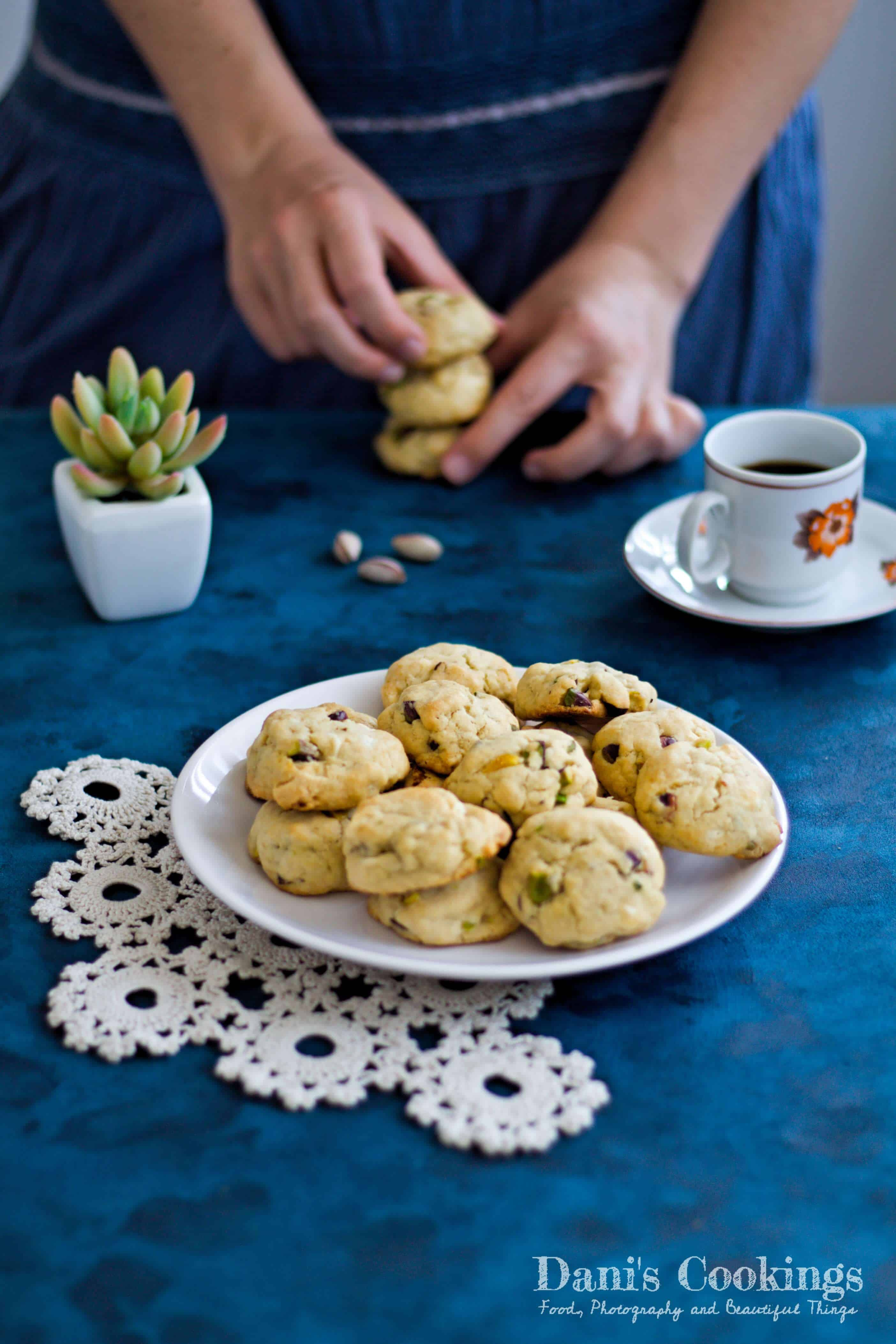 White Chocolate Pistachio Cookies | Dani's Cookings