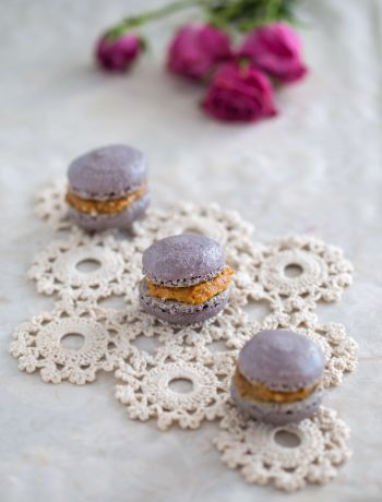 Cinnamon macarons with dulce de leche filling | Dani's Cookings