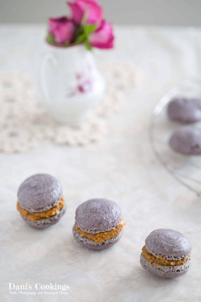Cinnamon macarons with dulce de leche filling | Dani's Cookings