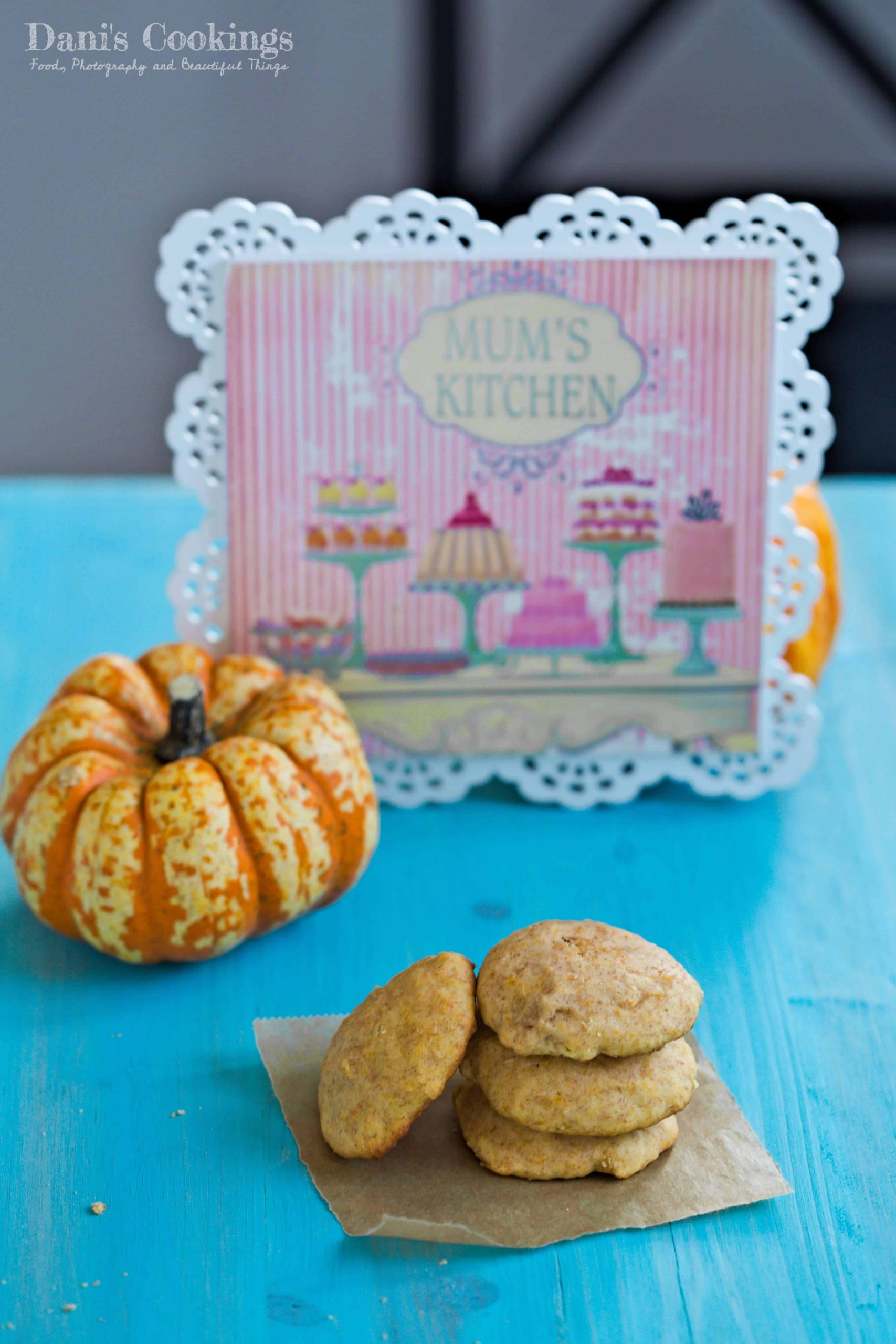 pumpkin cookies with a pumpkin behinds with cinnamon | Dani's Cookings