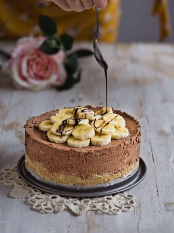 Delicious and easy no bake Chocolate Banana Mascarpone Cheesecake