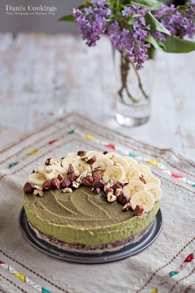 Raw Avocado Banana Cake with hazelnuts, cranberries and raisins | Dani's Cookings