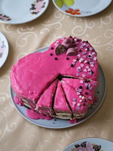 If you want to bake a simple and delicious cake for someone's special occasion, this Easy Heart Shaped Cake is the perfect option.