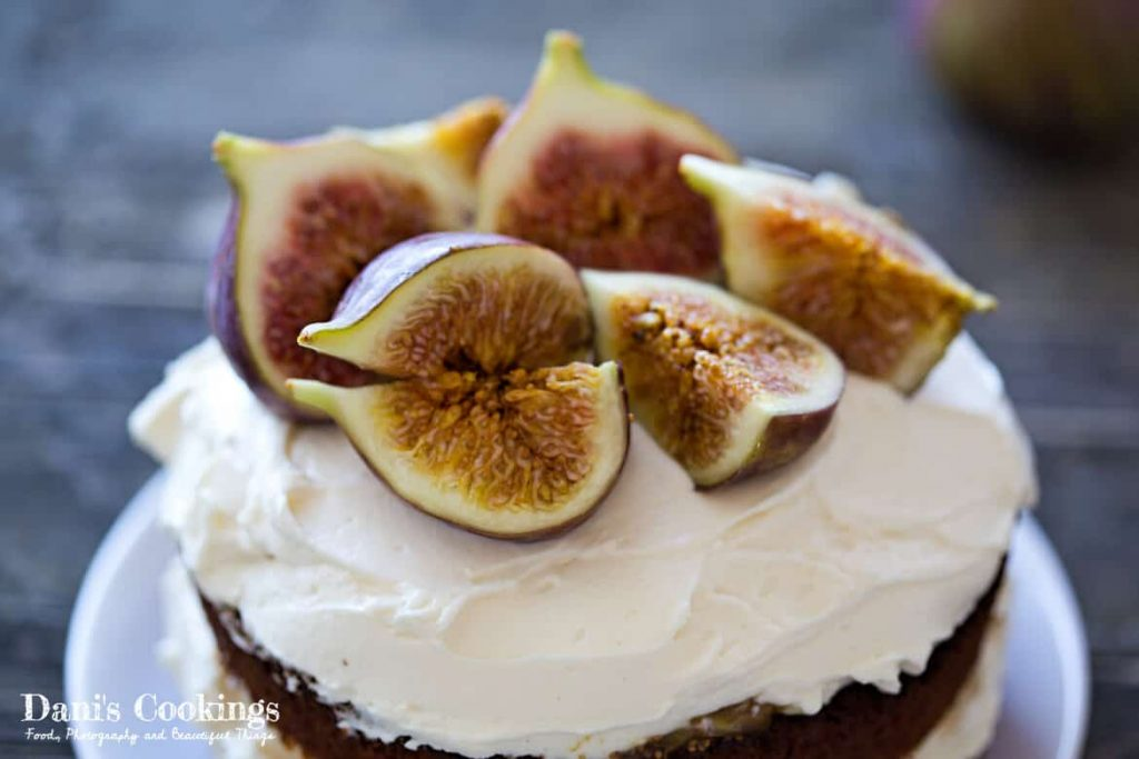 A cake with figs and backlighting - Food Photography Basics