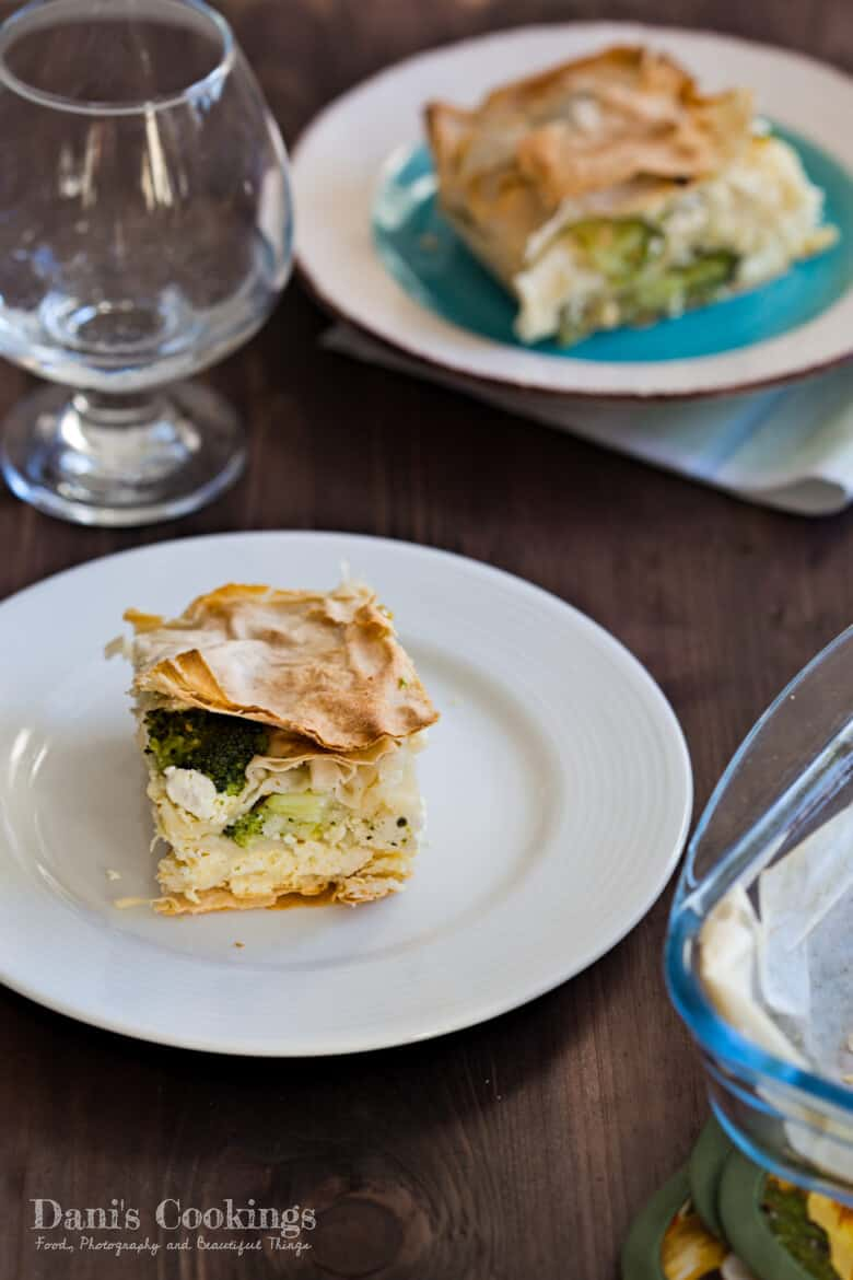 This Broccoli Filo Pie is an old recipe of mine which I have forgotten for some time. It is nice and tasty: full of cheese, butter and fresh veggies