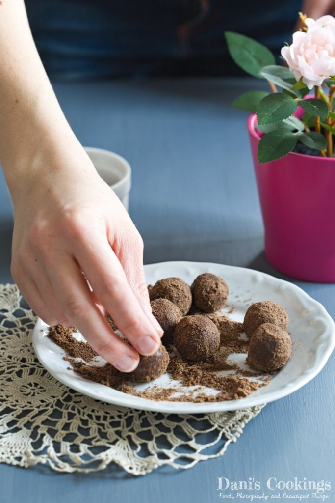 Carob and Peanut Butter Energy Balls