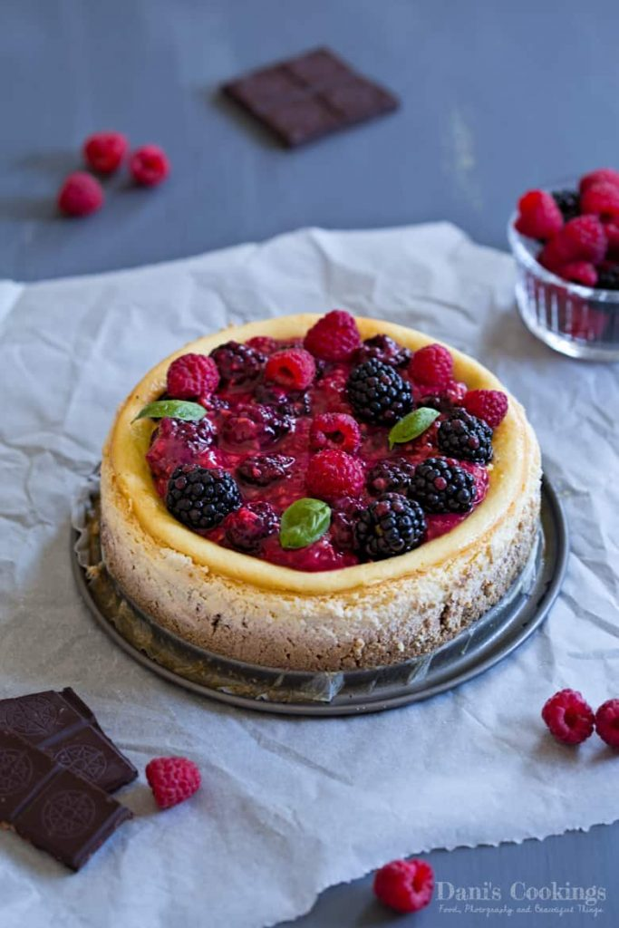 Keto Cheesecake with ricotta, sour cream and berries