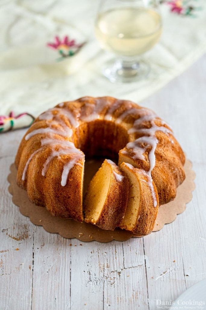 lemonade bundt cake with lemon glaze
