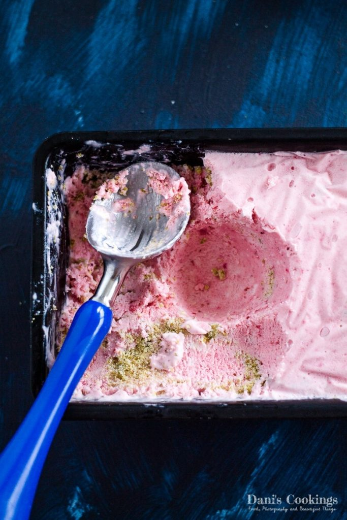 Strawberry Cheesecake Ice Cream - keto, no churn