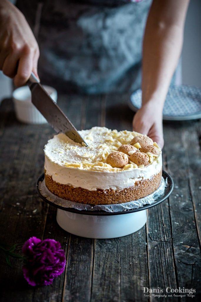 No Bake Amaretto Cheesecake - cutting the cheesecake
